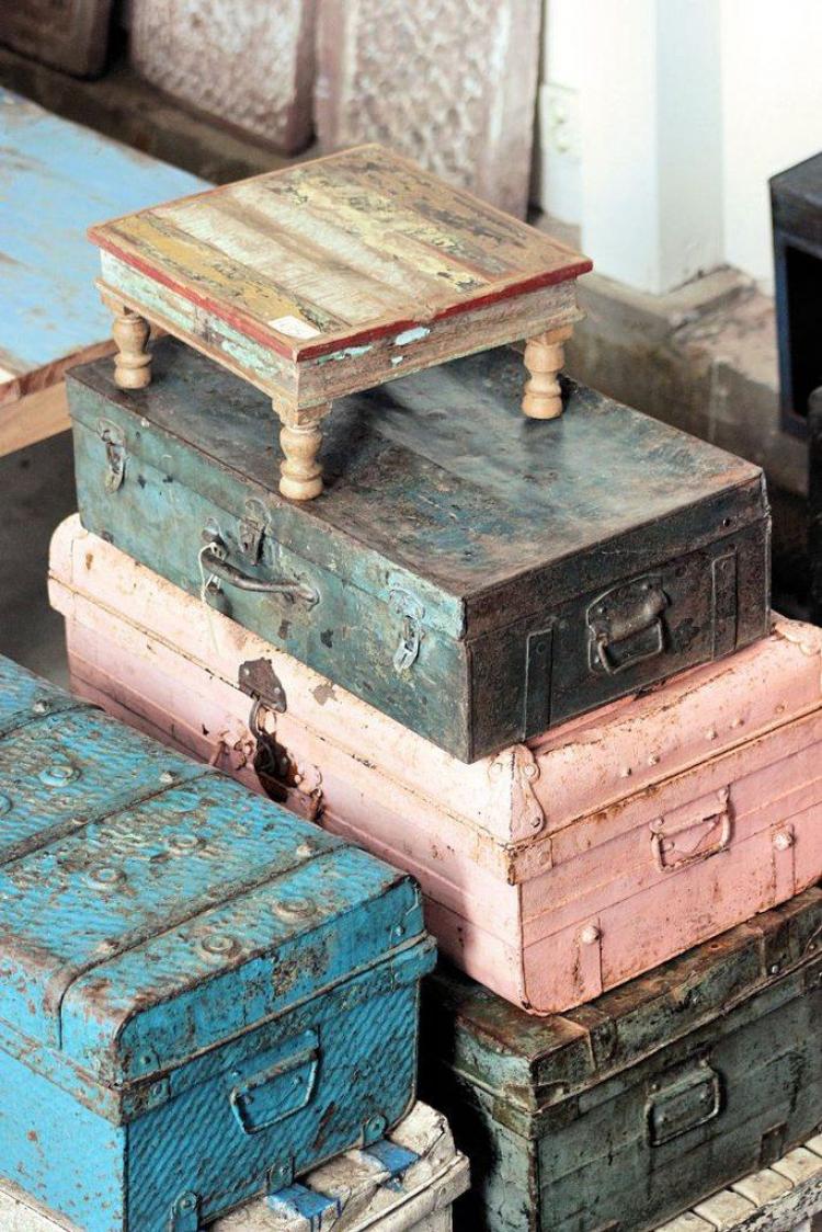 Перекраска старых чемоданов меловой краской Athena's Life